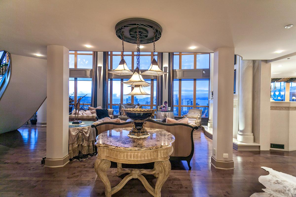 SENSATIONAL TROPHY VANCOUVER PENTHOUSE | British Columbia Luxury ...