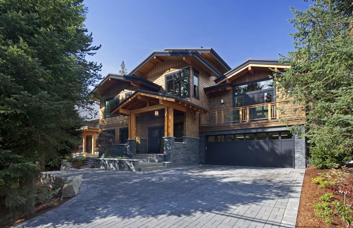 7219+N+Fitzsimmons+Road+Whistler+BC+Canada+591202_1-EXT.jpg