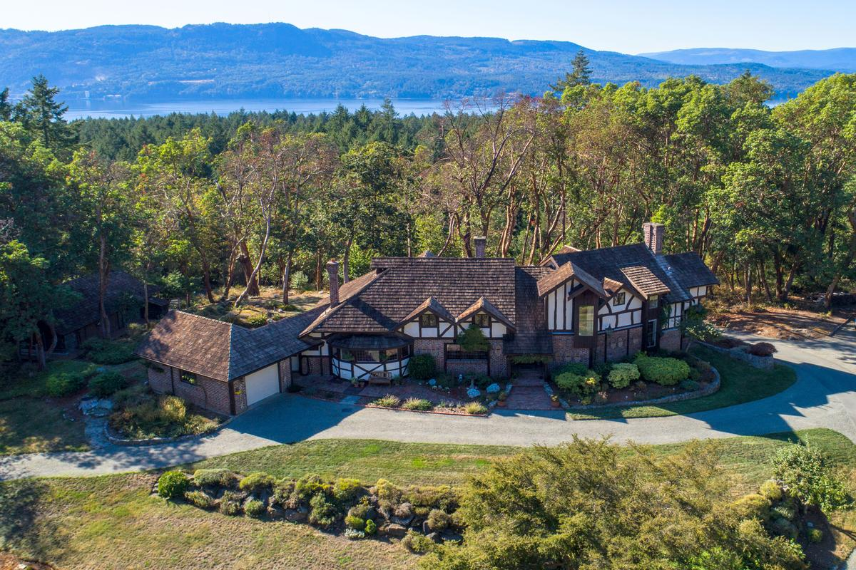 Spectacular country estate british columbia luxury homes for Luxury country homes