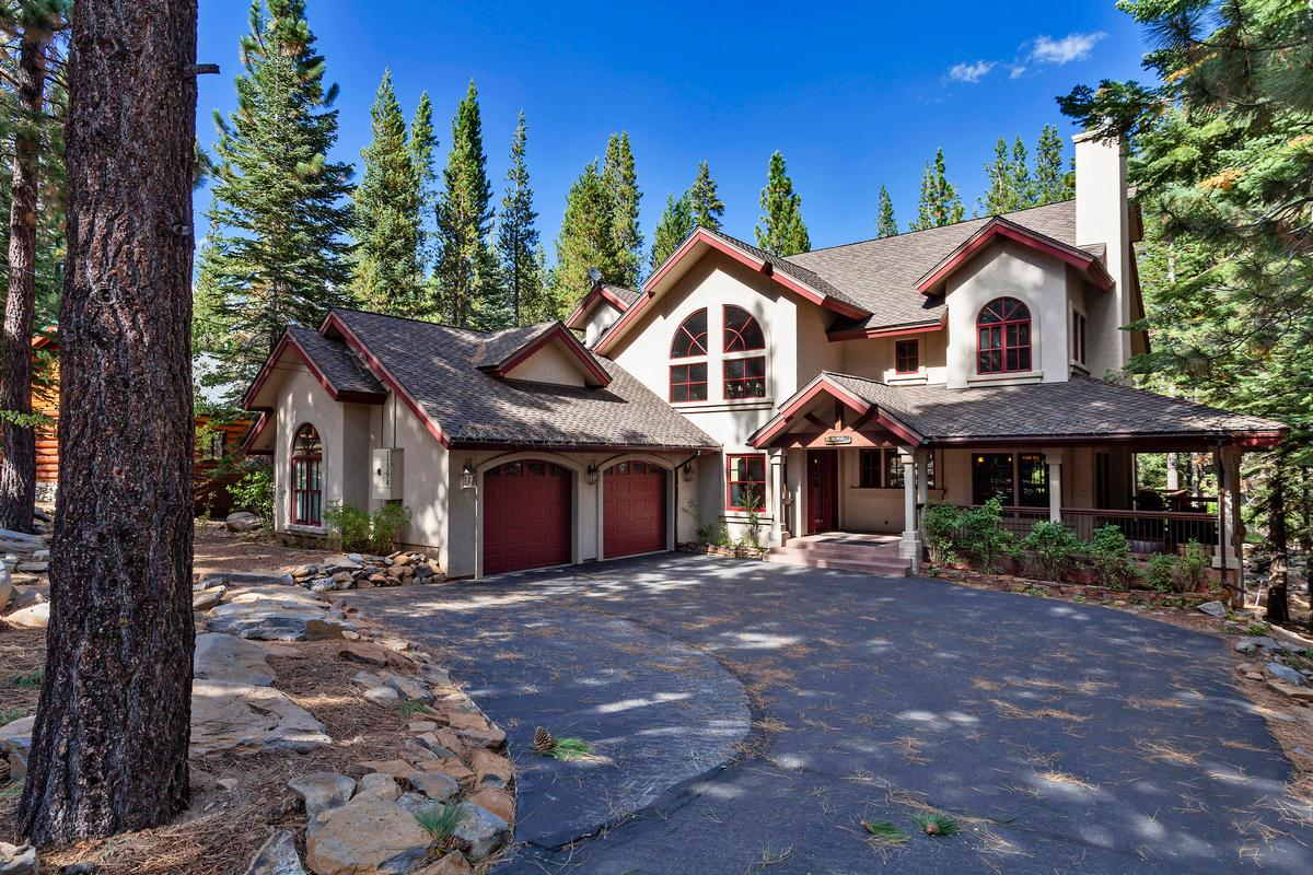 Truckee luxury homes and truckee luxury real estate for Luxury homes for sale in lake tahoe