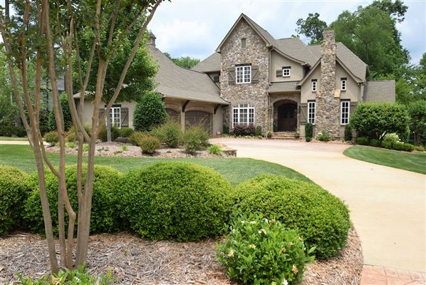 Beautifully Appointed Home In Matthews North Carolina