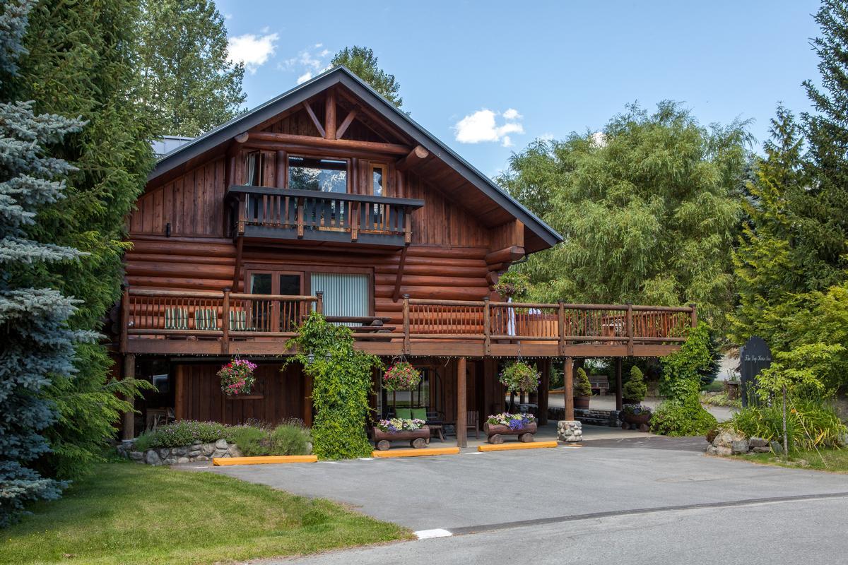 The pemberton log house british columbia luxury homes for Pemberton cabins