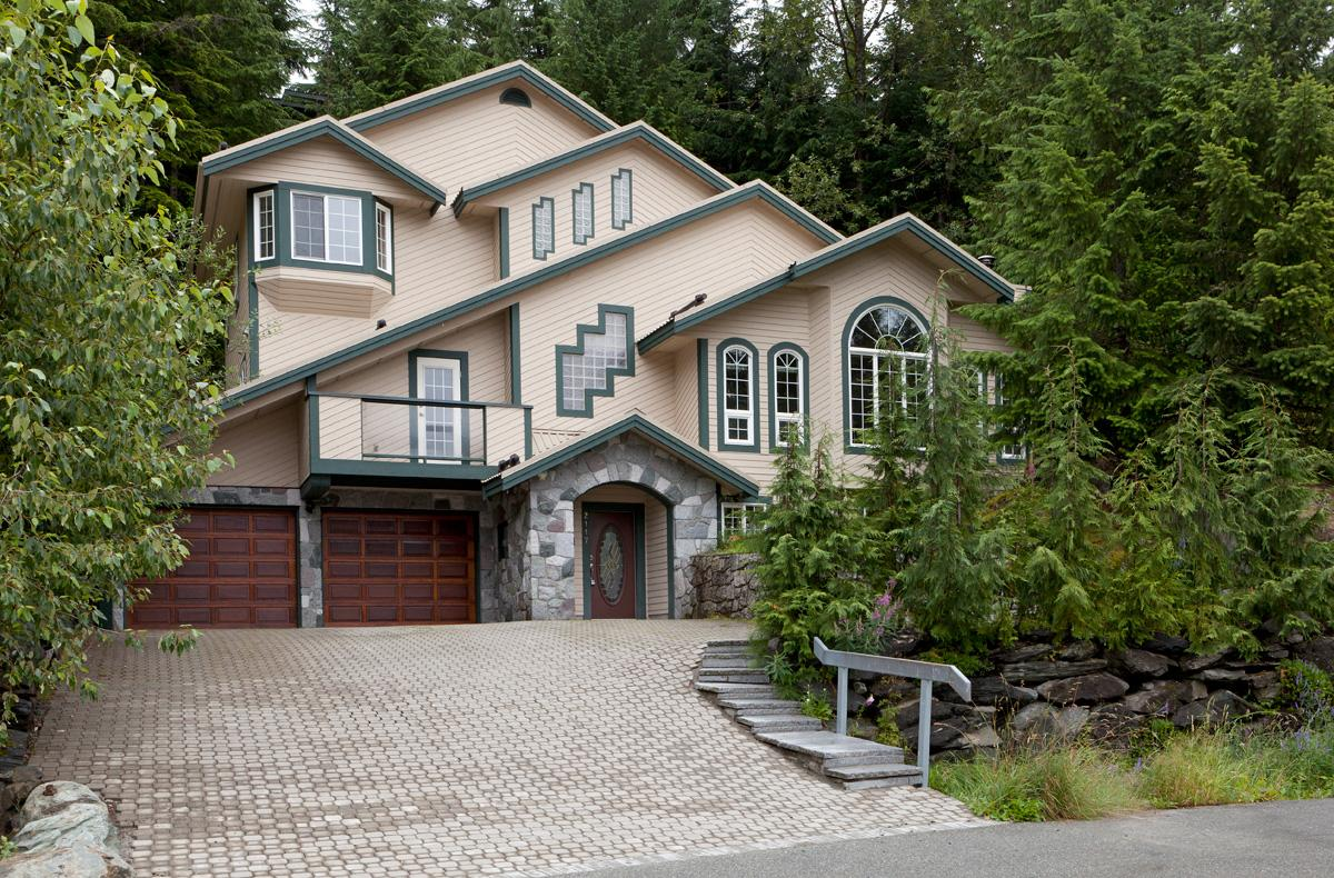 SPACIOUS FAMILY CHALET | British Columbia Luxury Homes | Mansions For Sale  | Luxury Portfolio