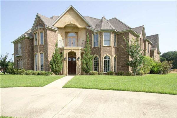 Grand living in gated community mississippi luxury homes for Home builders in south ms