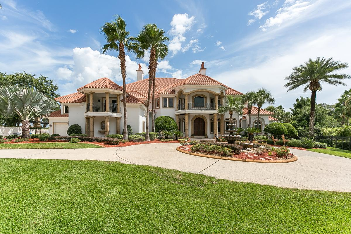 AMAZING WATERFRONT ESTATE HOME WITH DOCK | Florida Luxury Homes | Mansions  For Sale | Luxury Portfolio