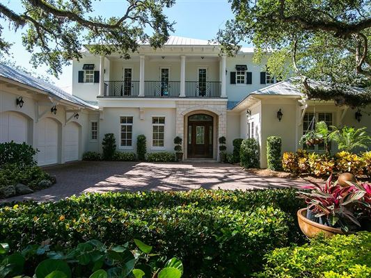 Luxury homes Canal Front Home Surrounded by Canopy Oaks & CANAL FRONT HOME SURROUNDED BY CANOPY OAKS | Florida Luxury Homes ...
