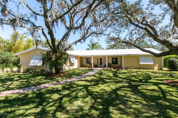 DISCOVER A SLICE OF PARADISE IN MELBOURNE   Florida Luxury Homes   Mansions  For Sale   Luxury Portfolio