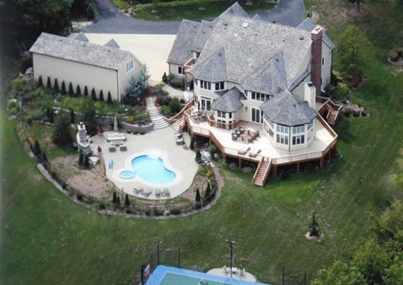 LUXURY HOME OFFERING PRIVACY AND CONVENIENCE Wisconsin Luxury - Luxury homes in wisconsin