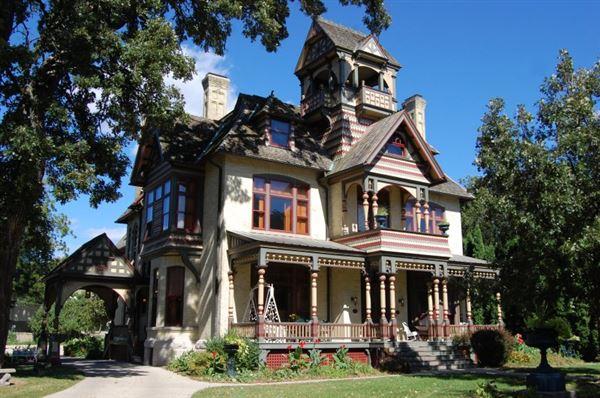 RESTORED HISTORICAL ALLYN MANSION Wisconsin Luxury Homes - Luxury homes in wisconsin
