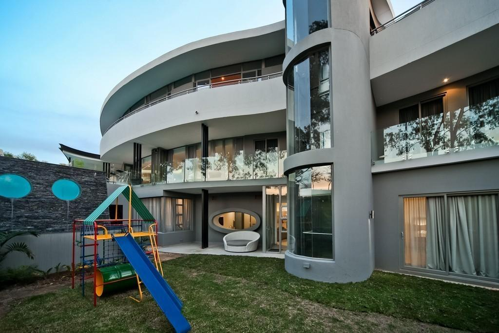 HOUSE FOR SALE IN SANDTON COUNTRY CLUB ESTATE