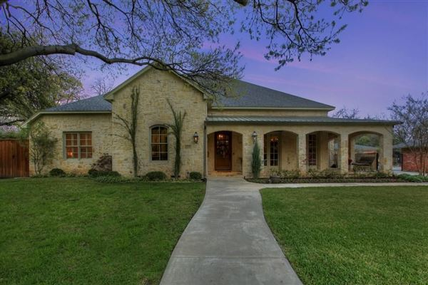 Spectacular hill country style austin stone home texas for Hill country stone