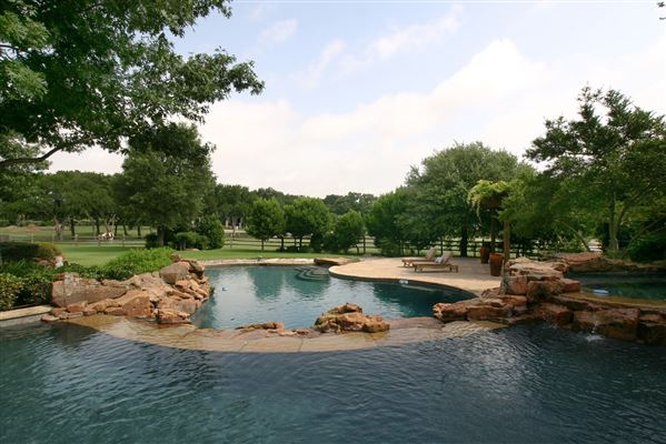 Exceptional Estate In Gated Kings Gate Texas Luxury
