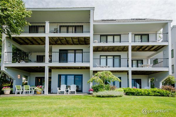 breathtaking lakefront condominium michigan luxury homes