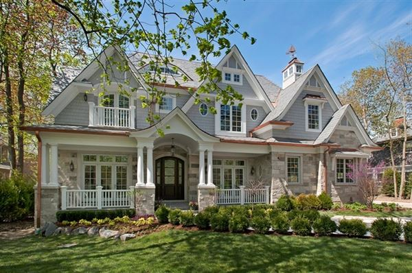 Magnificent nantucket style home illinois luxury homes for Houses for sale on nantucket