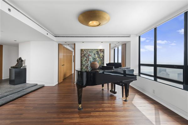 Rarely available high floor corner unit illinois luxury for What is the square footage of a 15x15 room
