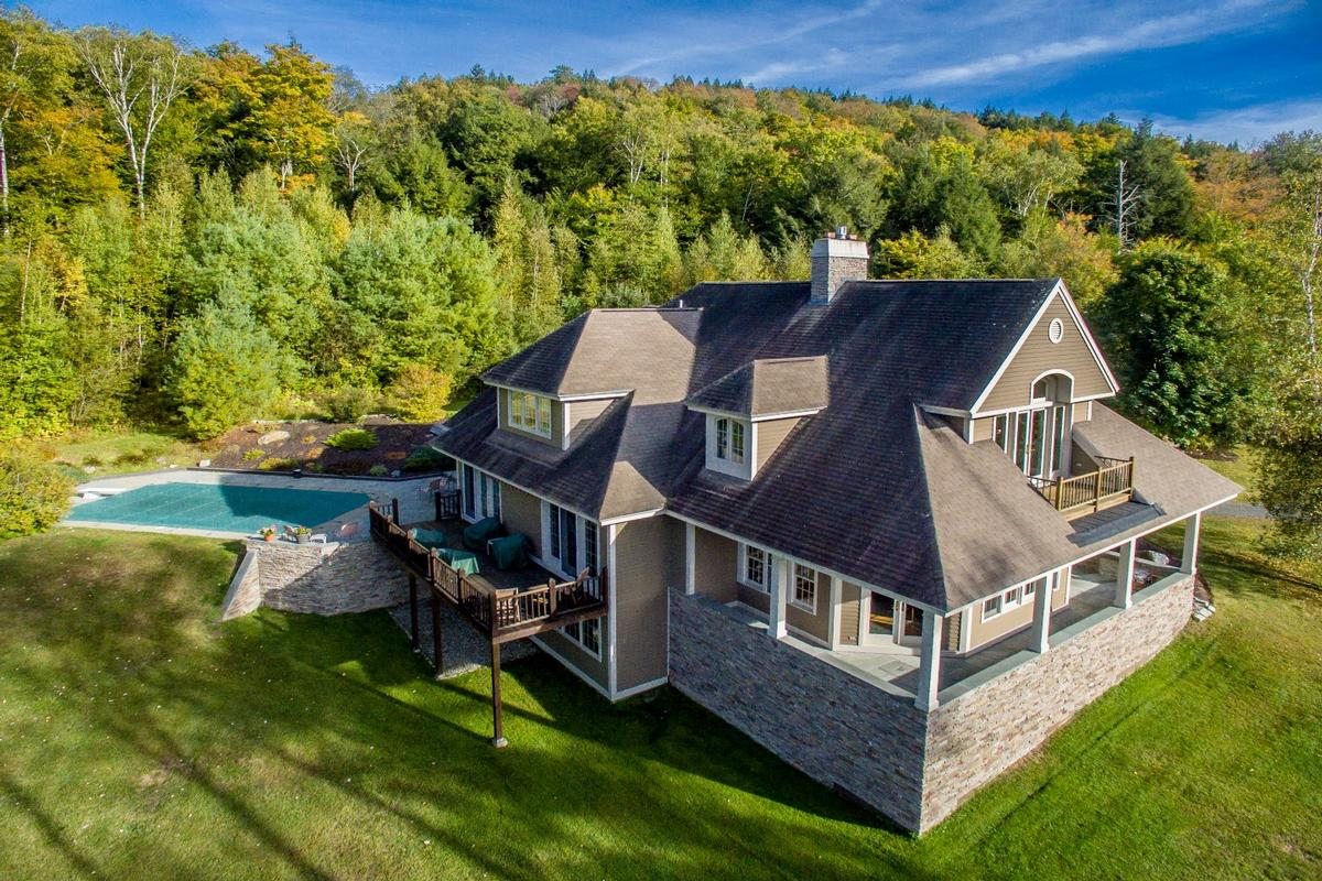 Pinnacle ridge masterpiece vermont luxury homes for Cost of building a house in vermont
