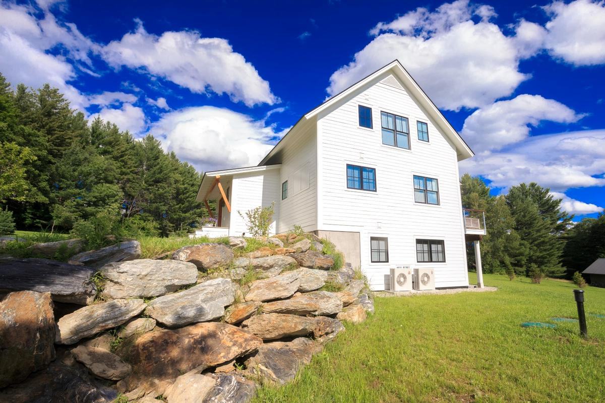 Twin views vermont luxury homes mansions for sale for Cost of building a house in vermont
