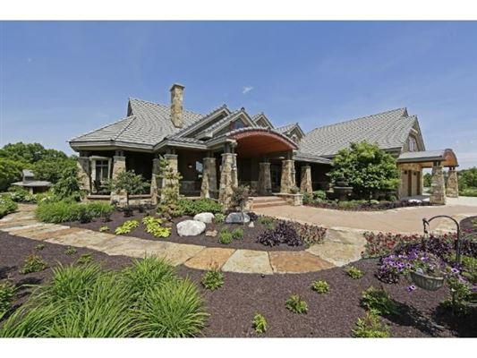 Magnificent 40 acre country estate minnesota luxury for Minnesota mansions for sale
