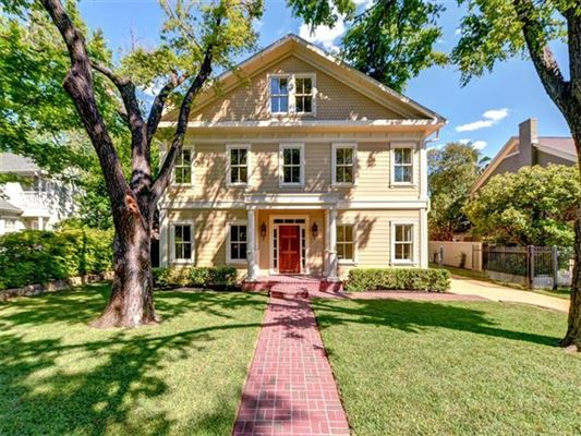 Quality Craftsman Construction On An Oversized Lot Texas
