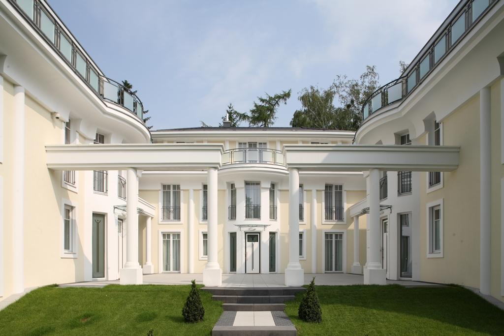 Villa Dahlem ensemble of 3 luxury villas in berlin dahlem germany luxury homes