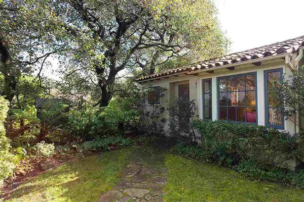 Claremont mediterranean split level home california for Split mediterranean house
