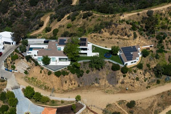 Incredible modern compound california luxury homes for Los angeles luxury homes for sale