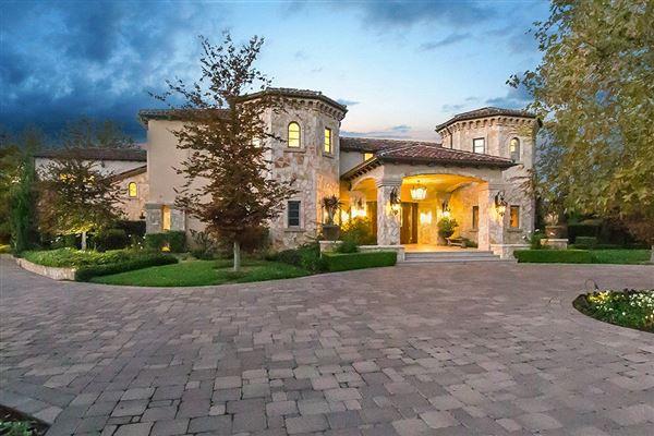 A truly custom designed estate in calabasas california for Calabasas oaks homes for sale
