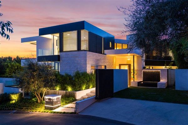 Sexy contemporary masterpiece california luxury homes for Luxury homes for sale in los angeles california