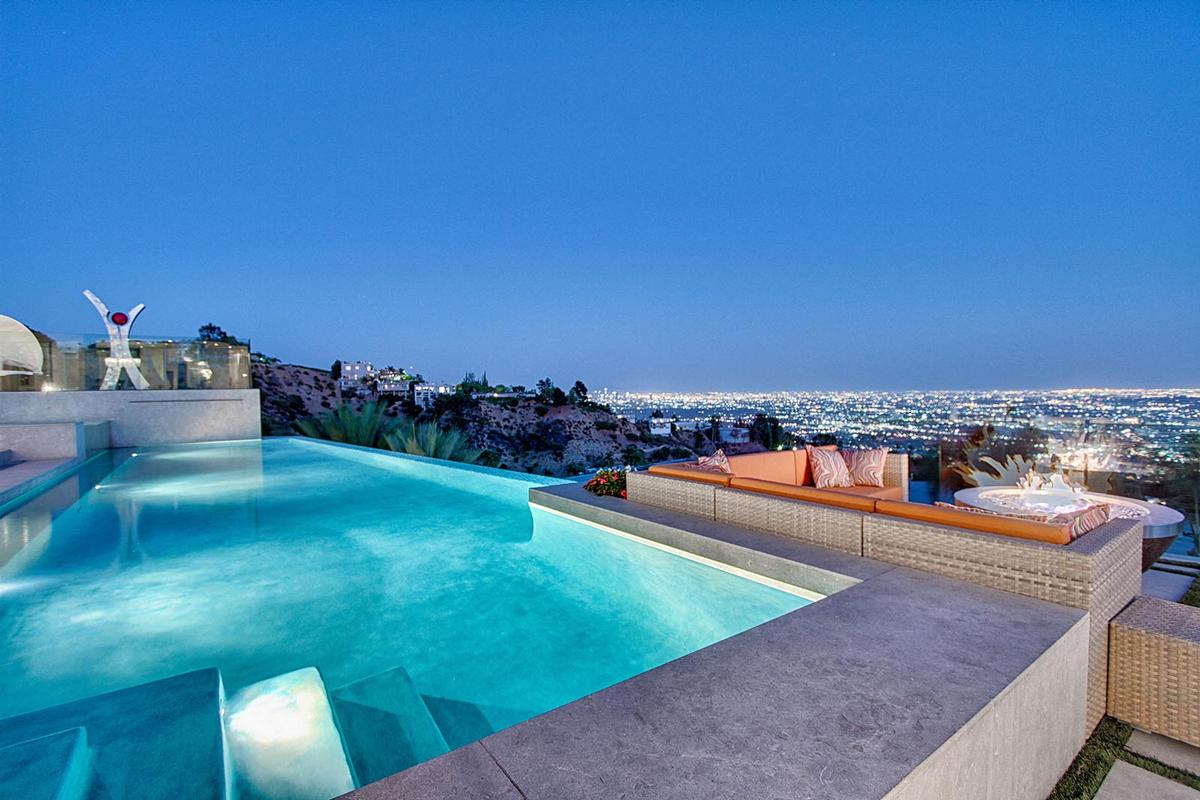 World class views california luxury homes mansions for for Los angeles homes for sale with pool