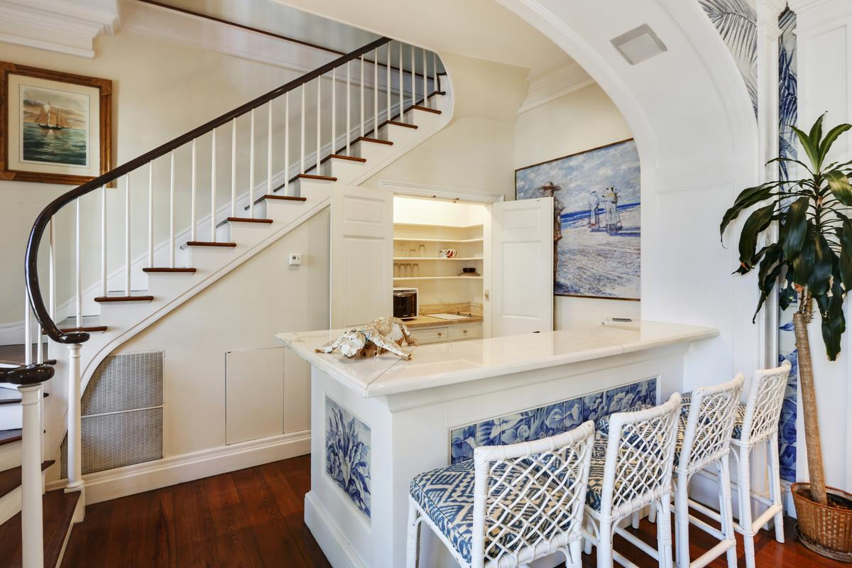 GRAND THREE STORY MANSION IN NEW ORLEANS   Louisiana Luxury Homes ...