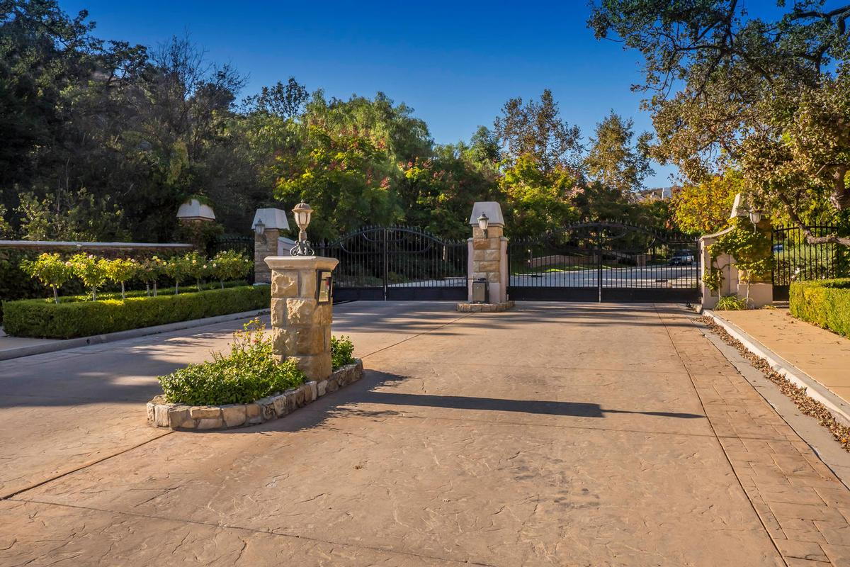 westlake village single parents Westlake village is largely a single-family home community this is a varied community, with homes representing a wide range of time periods and styles.