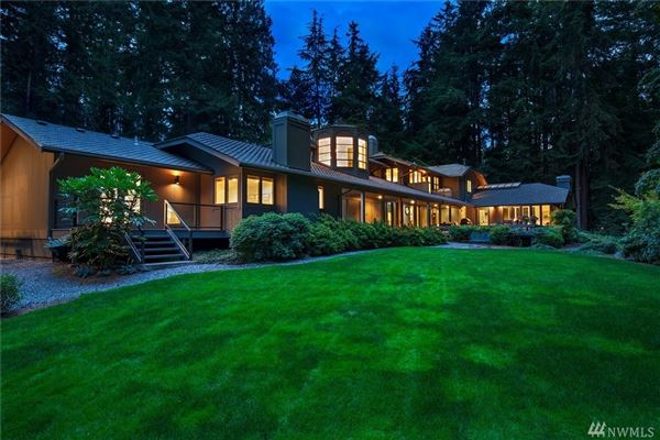 PRIVACY AND SECURITY IN SEATTLE HIGHLANDS | Washington Luxury Homes |  Mansions For Sale | Luxury Portfolio