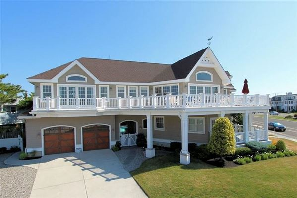 Large And Spacious Home On Corner Lot New Jersey Luxury