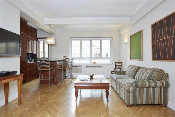 TOP FLOOR SPACIOUS ONE BEDROOM APARTMENT   New York Luxury Homes ...