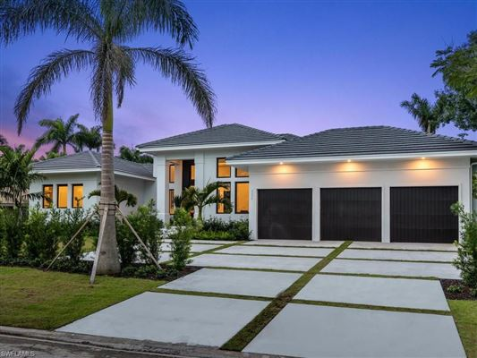 MOORINGS NEW CONSTRUCTION IN NAPLES | Florida Luxury Homes | Mansions For  Sale | Luxury Portfolio