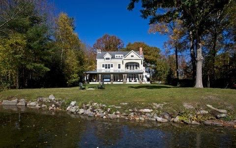 IMMACULATE LAKE HOUSE luxury properties