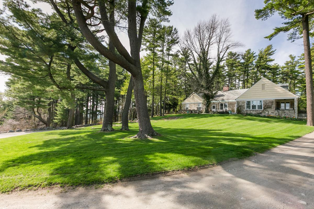 Luxury homes Large Compound in the Berkshires with Vineyard