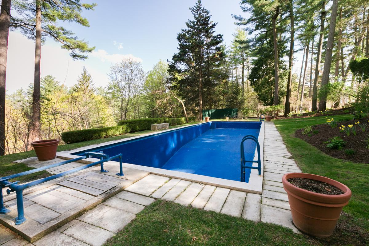 Large Compound in the Berkshires with Vineyard luxury properties