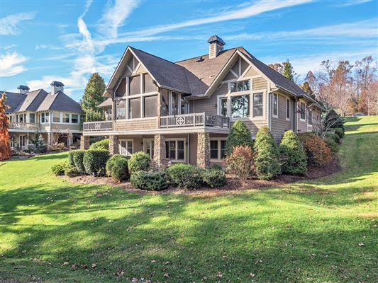 Luxury homes in stylish lakefront living in Biltmore Lake