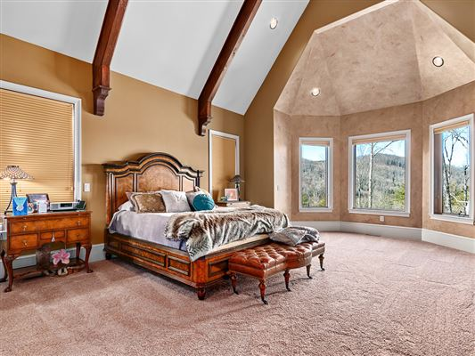 Luxury homes in magnificent 30 acre mountain estate