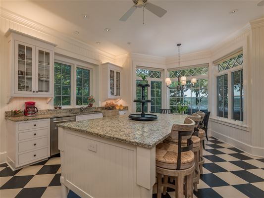Spectacular 1920s Shingle style home mansions