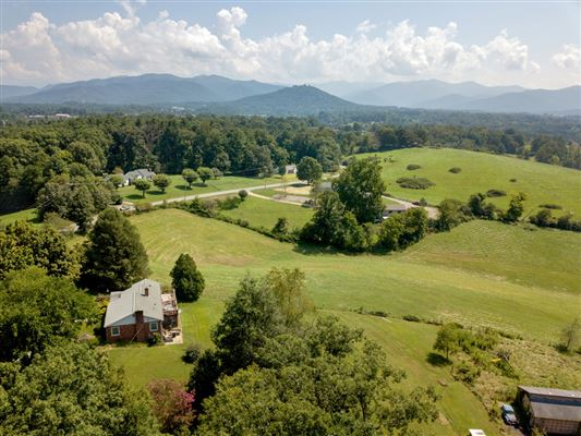 beautiful property in weaverville luxury homes