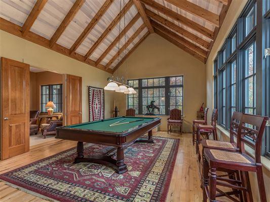 Luxury properties privacy on 95-plus pastoral acres