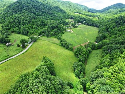 Luxury properties Rare large wooded land tract