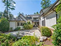 Luxury properties impressive home in asheville