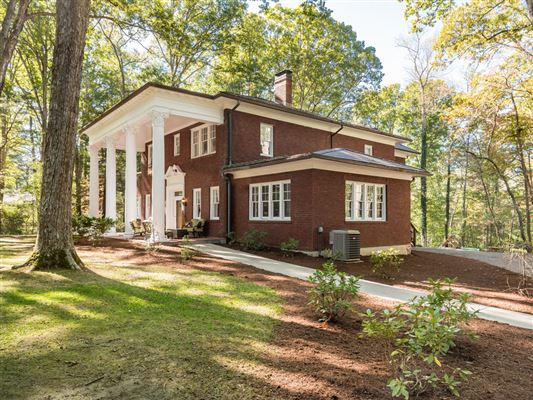 Luxury properties Timeless 1928 home