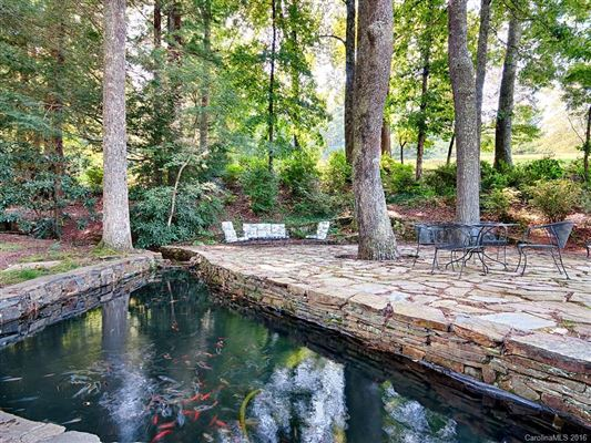 Mansions in Hidden Valley Farm in zirconia