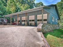 Luxury homes Hidden Valley Farm in zirconia