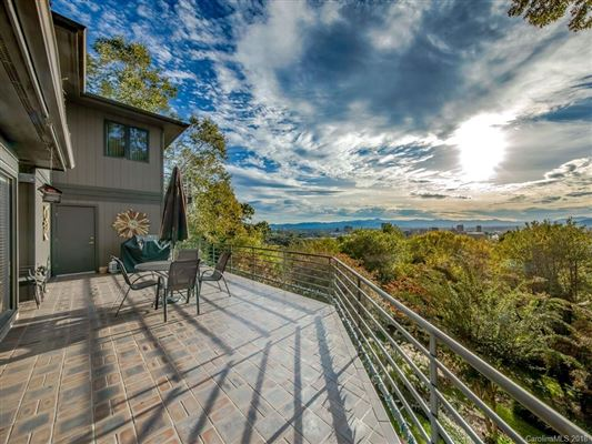 Mansions  beautiful and expansive views in asheville