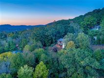 Mansions in  beautiful and expansive views in asheville